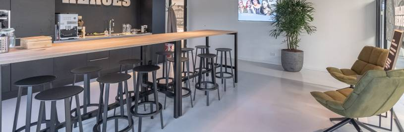 Bar- and standing tables